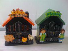 casa de huevo en country - Buscar con Google Arte Country, Gift Baskets, Gingerbread, Table Lamp, Clock, Bows, Kawaii, Gifts, Diy