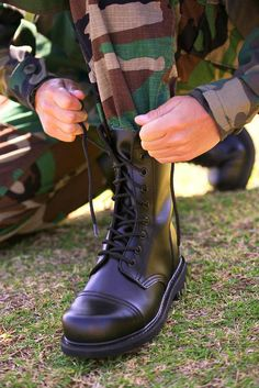 The quality of a soldier is often measured by how much time, effort and care he/she expends their boots. Here's how to apply that high-gloss spit shine: Army Shoes, Military Shoes, Military Couples, Military Love, Military Soldier, Army Couple Pictures, Military Pictures, Indian Army Special Forces, Army Pics