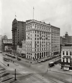 Shorpy Historical Photo Archive :: Evening Star: 1921 District of Columbia circa 1921. The Washington Evening Star building at 1101 Pennsylvania Avenue. National Photo Company glass negative.