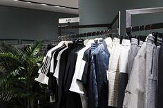 캐주얼한 아이템 속에서 시크함을 느낄 수 있는 브랜드 아브 (A.AV). 아브의 제품을 갤러리아명품관 WEST 4층에서 만나보실 수 있습니다.