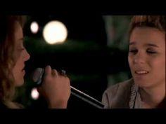 """Ana Carolina e Maria Gadú - """"Mais que a mim""""."""