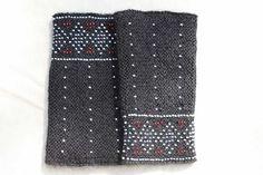 Perlenstaucher - Stulpen mit Perlen gestrickt. Ein Schmuckstück für die Hand. auch als Pulswärmer verwendbar. Dieses Paar Perlenstaucher ist ein Unikat. Foto: Stockmann