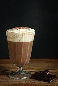 Hot chocolate with foam la tiramisu Tiramisu, Cafe Delight, Latte, Chili, Food Photography Styling, Coffee Time, Love Food, Hot Chocolate, Mousse