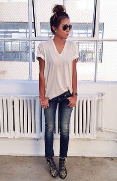 white loose fitting top + blue skinnies denim casual outfit