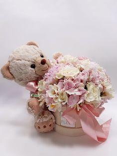 Valentine Flower Arrangements, Flower Arrangements Simple, Flower Box Gift, Flower Boxes, Diy Gift Box, Diy Gifts, Valentines Gift Box, Girl Baby Shower Decorations, Balloon Bouquet