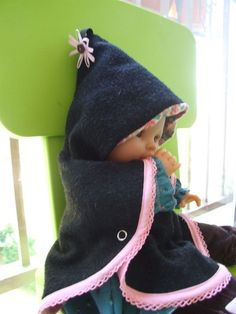 Boss of the doll's elf cape … – From the accessory … to the essentials – Roupas de Bebê Elfa, Crochet Doll Clothes, Sewing Dolls, Cape Bebe, Girls Cape, Cool Baby Clothes, Couture Sewing, Diy For Girls, Baby Girl Dresses