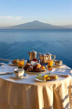 Morning coffee at Hotel Belair - Sorrento Breakfast On The Beach, Romantic Breakfast, Morning Breakfast, Best Breakfast, Sorrento, Travel Aesthetic, Aesthetic Food, Brunch Mesa, Beautiful World