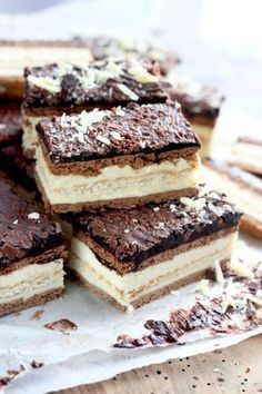 Goat Cheese Cake with Hazelnut, Easy and Cheap - Clean Eating Snacks Milky Way Cake, Keks Dessert, Cake Recipes, Dessert Recipes, Clean Eating Snacks, Cheap Clean Eating, Polish Recipes, Savoury Cake, Mini Cakes
