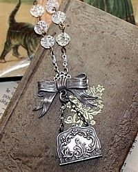 from French Garden House Bow Necklace, Necklace Ideas, Earrings, Jewelry Crafts, Treasures Jewelry, Jewelry Accessories, Jewelry Design, Silver Lockets, Scarf Jewelry