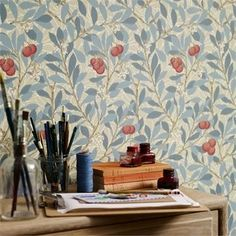 The wallpaper Arbutus - from William Morris is wallpaper with the dimensions m x 10 m. The wallpaper Arbutus - belongs to the popular William Morris Wallpaper, Morris Wallpapers, William Morris Tapet, Floral Wallpapers, Vintage Wallpapers, Craftsman Wallpaper, Cottage Wallpaper, Tapetes Vintage, Tapete Floral