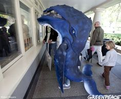 With only two weeks until Halloween, it's time to start seriously thinking about a costume. If you were thinking about going as a whale, here are some great costumes I found. This is the mos… Creative Costumes, Diy Costumes, Adult Costumes, Halloween Costumes, Halloween Ideas, Costume Ideas, Diy Fish Costume, Whale Costume, Jonah And The Whale