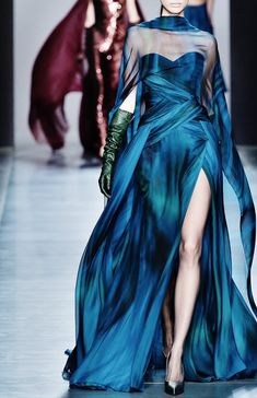 People will stare. Make it worth their while →  Georges Chakra Haute Couture | F/W '14-'15 Style Haute Couture, Couture Fashion, Runway Fashion, Look Fashion, High Fashion, Fashion Design, Fashion Art, Elegant Dresses, Pretty Dresses