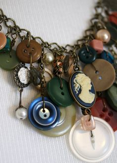 Vintage button necklace-must make this too......one day :-)