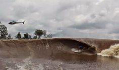 Vague interminable : Au Brésil, lorsque l'océan Atlantique rencontre l'embouchure du fleuve Amazone, la vague Pororoca se forme. Elle peut déferler pendant 4 heures, atteindre une taille maximale de 4 à 6 mètres et une vitesse de 60 km/heure