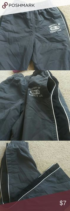 Gray Athletic Pants Size 6 Gray mesh lined athletic pants with black and white side stripes. Side pockets. Great condition. No Stan's, fading or rips. Osh Kosh Size 6 Osh Kosh Bottoms Sweatpants & Joggers