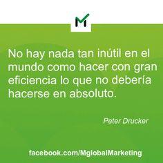 """Frases de marketing: """"No hay nada tan inútil en el mundo como hacer con gran eficiencia lo que no debería hacerse en absoluto"""". Peter Drucker."""