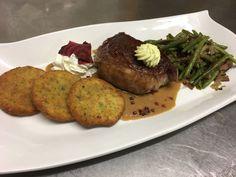 Die Steak-Tage in der Backhendlstation darf man auf keinen Fall verpassen #backhendlstation #gasthofschneider #steaktage #steak Steak, Pork, Food And Drinks, Food Food, Kale Stir Fry, Pigs, Steaks, Pork Chops