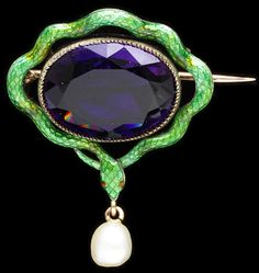 Child & Child suffragette brooch ca. 1900 via The Victoria & Albert Museum. In the Victorian and Edwardian ages, colors, stones and flowers all had strong symbolic significance and often stood for something. Suffragettes used the colors green, white and Snake Jewelry, I Love Jewelry, Jewelry Art, Fine Jewelry, Jewelry Design, Fashion Jewelry, Victorian Jewelry, Antique Jewelry, Vintage Jewelry
