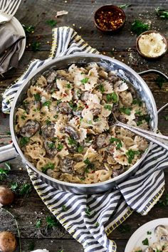 This Vegan Mushroom Stroganoff is savory, comforting and oh-so creamy! It's nut-free, soy-free and much healthier than its non-vegan counterpart. Pastas Recipes, Beef Recipes, Whole Food Recipes, Vegetarian Recipes, Healthy Recipes, Healthy Food, Healthy Eating, Drink Recipes, Delicious Recipes