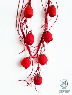 """""""Алое"""" колье, шелковые коконы - ярко-красный, алый, авторское украшение"""