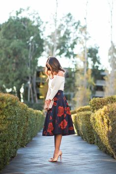 Cute Midi Skirt Outfits Ideas For Summer And Spring Season 15 Mode Outfits, Fashion Outfits, Jw Fashion, Fashion Capsule, Ladies Fashion, Curvy Fashion, Modest Fashion, Dress Fashion, Style Fashion
