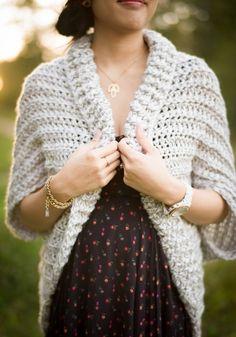 Easy Chunky Crochet Sweater 8 DIY Crochet Shrug Patterns for Women Pull Crochet, Mode Crochet, Crochet Diy, Chunky Crochet, Crochet Woman, Crochet Hooks, Chunky Knits, Simply Crochet, Chunky Cardigan