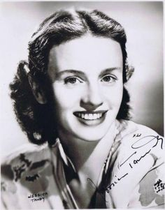 Jessica Tandy became the oldest actress to receive the Academy Award for Best Actress for her role in Driving Miss Daisy for which she also Old Hollywood Stars, Hooray For Hollywood, Old Hollywood Glamour, Golden Age Of Hollywood, Vintage Hollywood, Classic Hollywood, Jessica Tandy, Young Actresses, Female Actresses