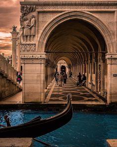 "Enzo Romano   (@_enk) on Instagram: ""November Venice . . . . . . . . . . #bridgeofsighs #venezia #thefullcolors #bdteam #travel…"""