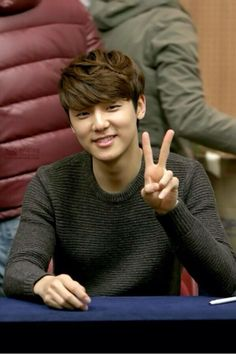2013 photo of Kang Min Hyuk Kang Min Hyuk, Lee Jong Hyun, Lee Jung, Jung Yong Hwa, Handsome Korean Actors, Krystal Jung, Cnblue, Minhyuk, Hallyu Star