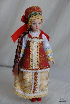 Фарфоровая кукла в летнем костюме Костромской губернии-Summer women's costume of Kostroma province