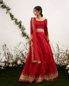 indian fashion Jewelry -- Click visit link above to find out Indian Bridal Outfits, Indian Designer Outfits, Indian Attire, Indian Ethnic Wear, Indian Suits Punjabi, Punjabi Bride, Pakistani Dresses, Indian Dresses, Pakistani Bridal