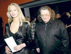 20 hommes riches et moches qui posent avec leurs superbes femmes...