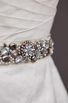 NIÑA PIJA Complementos de bodas originales y creativas: DIY:  Cinturón De Pedrería Para Vestido De Novia