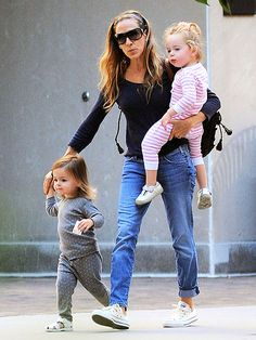 I'd like to personally thank SJP for this pic- this is what ACTUAL mom's wear!! Not stacked heels and tight dresses!