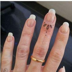 tatuagens nas cutículas
