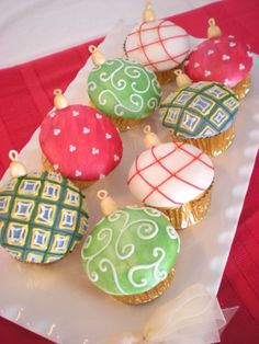 Love Christmas cupcakes  #GreatCakeDecorating #IdeasAndInspiration We love!