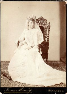 Queen Consort Elisabeth of Wied (Carmen Sylva), esposa do King Carol I of Romania. Royal Crowns, Royal Jewels, Tiaras And Crowns, Crown Jewels, Royal Tiaras, Romanian Royal Family, German Royal Family, My Family History, Women In History
