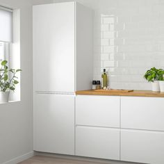 VOXTORP Door, high gloss light beige, VOXTORP is a smooth, high-gloss door with integrated handles. It brings clean lines and an open, modern look to your kitchen. Ikea Ringhult, Voxtorp Ikea, Kitchen Doors, New Kitchen, Kitchen Ideas, Kitchen Modern, Kitchen Paint, Kitchen Island, Functional Kitchen