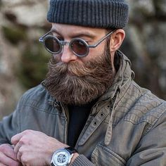 10 Best Beard Balm to make your beard silky and shiny. Once applying a beard balm, you can comb it to provide shape to it. No more flyaways with these beard products Long Beard Styles, Hair And Beard Styles, Great Beards, Awesome Beards, Bart Tattoo, Hair Men Style, Style Masculin, Beard Model, Epic Beard