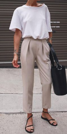 Casual Style Addiction White Tee Plus Bag Plus Nude Pants Plu Minimalist Style, Minimalist Fashion, Summer Minimalist, Party Fashion, Work Fashion, Trendy Outfits, Fashion Outfits, Womens Fashion, Fashion Trends