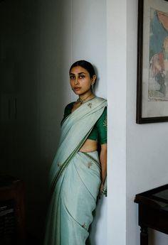 Budiour Photography, Photography Poses Women, Nalli Silks, Bengali Saree, Bengali Bridal Makeup, Indian Aesthetic, Saree Poses, Indian Look, Desi Wear