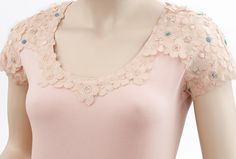 Fashion DIY Tutorial: Spice up a T-shirt with flowers from lace fabric