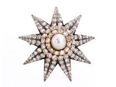 Durchmesser: ca. 5 cm. Gewicht: ca. 23,1 g. Silber und GG 585. Um 1880. Hochwertige antike Sissi-Sternbrosche mit zentraler Naturperle, im Durchmesser ca. 10...