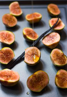 Roasted Figs with Cardamom Yogurt and Honey #easydessert #healthy