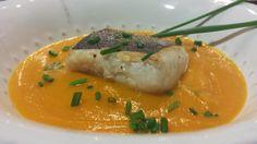 Lomos de Merluza a la Plancha sobre Crema de Calabaza y Zanahoria al Curry