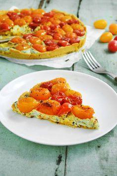 Pedaço de torta de tomates assados sem glúten