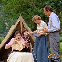 Arriette au camping, se grattant a cause du touché d'une plante vénéneuse :')
