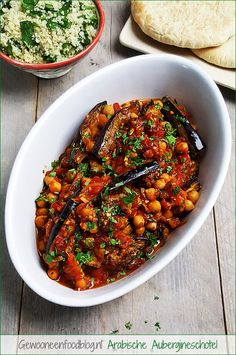 Arabische aubergineschotel met kikkererwten en tomaten Arabic aubergine dish with chickpeas and toma Veggie Recipes, Vegetarian Recipes, Cooking Recipes, Cooking Fish, Healthy Breakfast Recipes, Healthy Eating, Healthy Recipes, Breakfast Ideas, Tapas