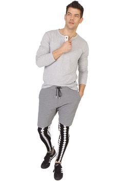 Buy the Emilio Cavallini Vertical Cables meggings / footless tights for men! Use the coupon FIRSTBUY for 10% discount!  #emiliocavallini #menswear #tights #footless #sportswear #mensfashion #streetstyle #trendy #hipster #mensstyle #mantyhose #pantyhose #megging #meggings #bike #running #menstights