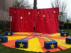 Cool setting for clowns Carnival Themed Party, Carnival Birthday Parties, Carnival Themes, Circus Birthday, Play Doh Knete, Cirque Vintage, Circus Decorations, Ideas Para Fiestas, Fiesta Party